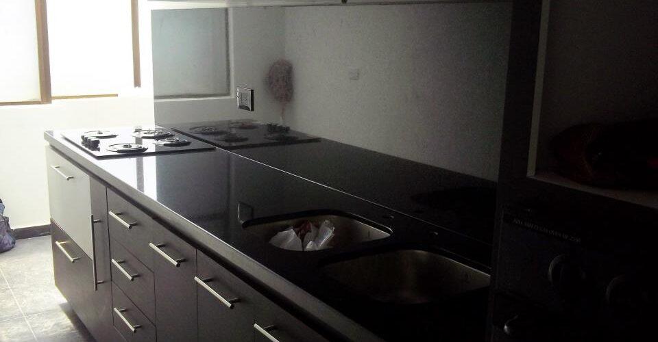 Pulido de marmol for Cocinas con granito negro