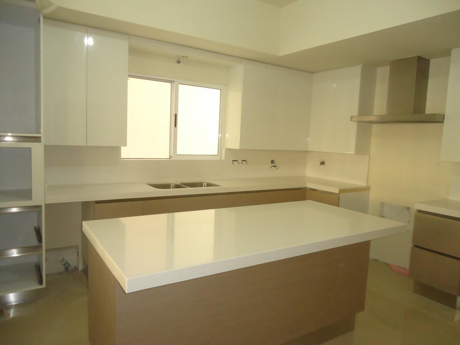 Cubiertas de granito para cocina y lavamanos for Granito blanco para cocina