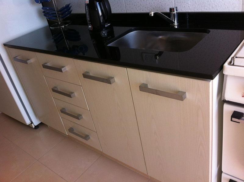 Cubiertas de granito para cocina y lavamanos for Cocinas de granito negro